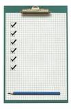 Klemmbrett mit Checkliste und Bleistift Lizenzfreie Stockfotografie