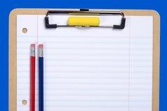 Klemmbrett-Papier und Bleistift Stockfotografie