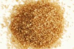 Klemme brauner Zucker Makro auf weißem neutralem Hintergrund lizenzfreie stockfotografie