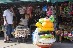 Klemmen Sie mit Andenken am Essstäbchen-Hügel in Hua Hin, Thailand fest Lizenzfreie Stockfotos