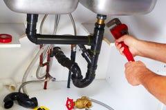 Klempner auf der Küche Stockfotografie