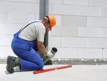Klempner bei der Arbeit Stockbild