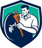 Klempner Brandishing Wrench Shield Retro- Lizenzfreies Stockbild