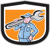 Klempner-Holding Wrench Shield-Karikatur Stockbild