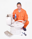Klempner mit Toilettenschüssel stockfoto