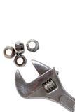 Klempnerarbeitrohr und Fallhammerschlüssel des justierbaren Schlüssels Stockfotografie