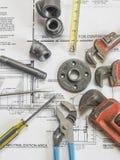Klempnerarbeitwerkzeuge auf Plänen 9 Lizenzfreie Stockbilder