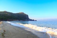 Kleopatra plaża w alanya z fortecą Zdjęcie Stock