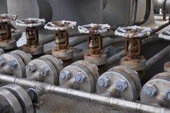 Klepcontrole in turbinesteunbalk Vele klep plaatste voor het proces van de controleproductie en controleert door menselijke, dich Stock Afbeelding