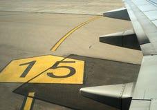 Kleppen op een vliegtuigenvleugel Stock Foto