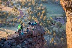 Kletterer bei Smith Rock State Park Lizenzfreie Stockfotos