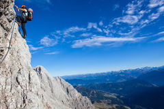 Klettern in den österreichischen Alpen stockfoto