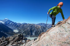 Klettern in den Bergen Lizenzfreie Stockfotografie