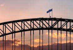 Klettern der Hafen-Brücke in Sydney stockfoto