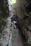 Klettern innerhalb eines mountai Lizenzfreie Stockfotografie