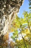 Klettern in Kamianets-Podilskiy im Herbst Stockfoto