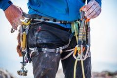 Kletternde Ausrüstung auf Mann Stockbild