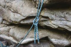 Kletternde Ausrüstung - Knoten auf einem Seil Stockfoto