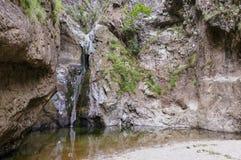 Kletternder Weg des Wasserfalls Stockfotos