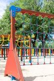 Kletterwand am Spielplatz Stockfotos