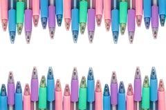 Kleur pennen geïsoleerde het knippen weg op witte achtergrond Stock Afbeelding