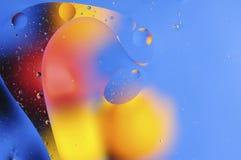 Kleuren abstracte die achtergrond op rode en gele cirkels en ovalen wordt gebaseerd Royalty-vrije Stock Foto's