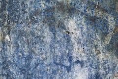 Kleuren heldere textuur van blauwe kleur van het vernietigde beton met de verschijnende roest in grunge royalty-vrije stock foto