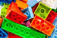Kleuren plastic stuk speelgoed blokken Stock Fotografie