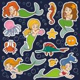 Kleuren vectorreeks meisjesmeerminnen en vissen Stock Fotografie