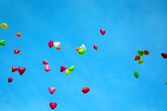 Kleurenballons in de hemel Royalty-vrije Stock Afbeelding