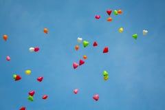 Kleurenballons in de hemel Stock Foto's
