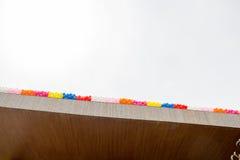 Kleurenballons op het dak van de bouw Stock Fotografie