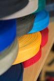 Kleurenbroodjes met synthetische stoffenriemen Stock Foto