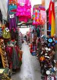Kleurencavalcade - arcade van winkels in Granada Stock Fotografie