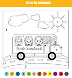 Kleurende pagina met jonge geitjes in schoolbus Kleur door het onderwijsspel van aantallenkinderen, terug naar schoolthema Royalty-vrije Stock Foto