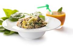 Kleurendeegwaren met spinazie en wortelsap Royalty-vrije Stock Fotografie