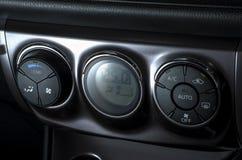 Kleurendetail met de airconditioningsknoop binnen een auto Royalty-vrije Stock Foto's