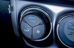 Kleurendetail met de airconditioningsknoop binnen een auto Blauw-gestemd Royalty-vrije Stock Fotografie