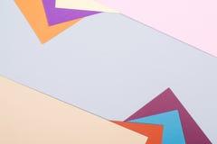 Kleurendocumenten achtergrond van de meetkunde de vlakke samenstelling met viooltje, B Stock Afbeeldingen