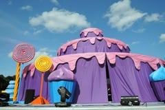 Kleurendromen De prestaties van het straattheater in het park van Gorky in Moskou Stock Fotografie