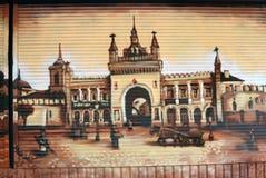 Kleurengraffity in de stadscentrum van Moskou Het toont oud Moskou Stock Foto