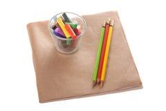 Kleurenkrijt op papier Stock Foto's