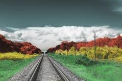 Kleurenlandschap met hemel, wolken en spoorweg Royalty-vrije Stock Fotografie
