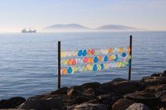 Kleurenlucht baloons op de overzeese van Marmara kust Stock Fotografie