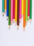 Kleurenpen op papier met notitieboekje Royalty-vrije Stock Foto