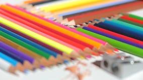 Kleurenpotloden en scherper stock footage
