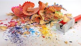 Kleurenpotloden het scherpen Royalty-vrije Stock Afbeeldingen