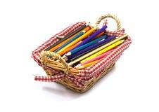 Kleurenpotloden in mand Royalty-vrije Stock Fotografie