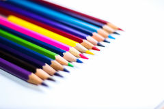 Kleurenpotloden op Achtergrondclose-up Stock Afbeelding