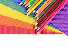 Kleurenpotloden op multi-colored document Stock Afbeelding